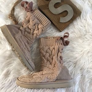 Ugg Sweater Sz 5 Taupe Booties Lace Up S/N 1016556